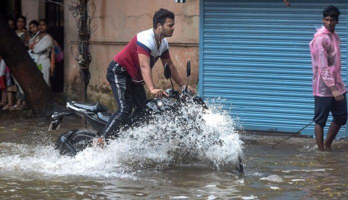 Kerala rains, roads, traffic, airports, heavy rainfall, IMD, The Federal, English news website