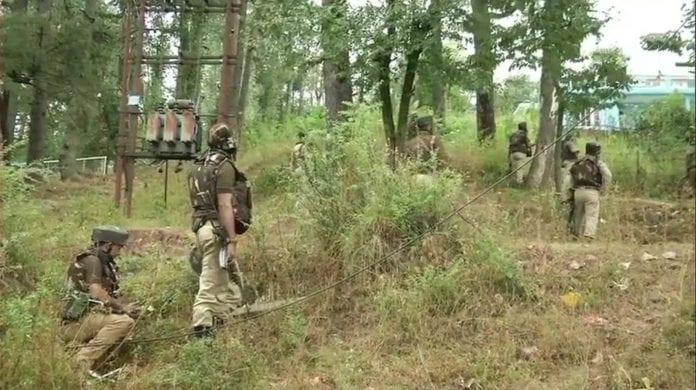 militants, grenade, Srinagar, police station, blast, injuries
