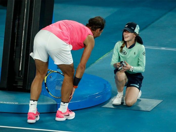 Australian Open, Rafael Nadal, Girl hit by ball, Nadal kisses girl