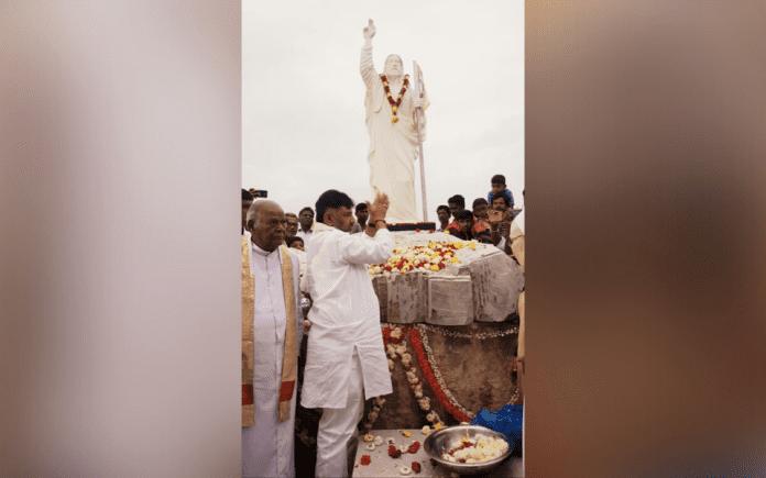 police permission, disputed site, Kapala hill, Kalladka Prabhakar Bhat, Catholics, Hindus, Sangh Parivar, RSS, BJP leaders, Jesus Christ statue, Munneshwara deity, temple