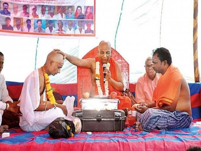 lingayat math, muslim youth, Karnataka, Diwan Sharief Rahimansab Mulla, pontiff, Murugharajendra Koraneshwara Shantidhama Math, Basavanna