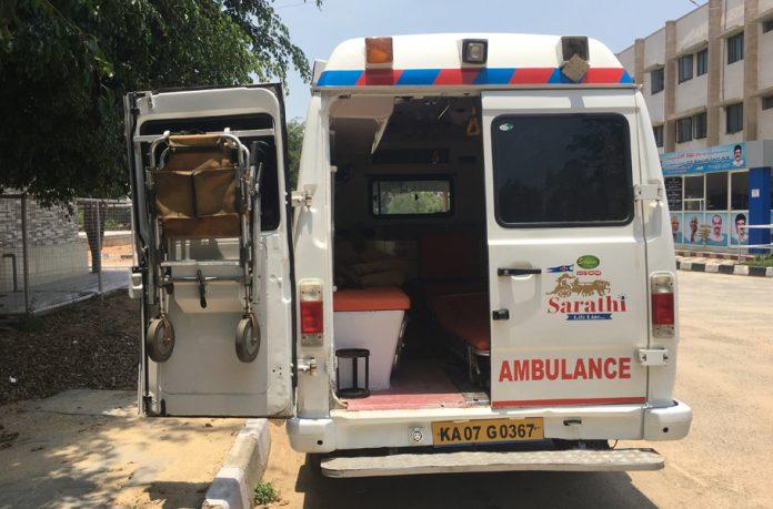 ambulances, Delhi, coronavirus, COVID-19, AAP, oxygen cylinders