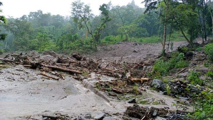 Sikkim, landslide, floods, border road, damaged, houses, trees, India-China border, link road, Mangan-Chungthang road